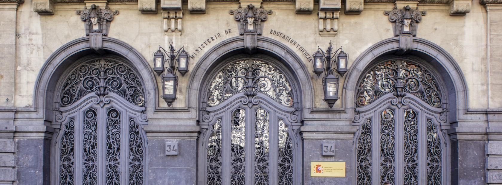 puerta-ministerio-de-educacion-y-ciencia-madrid-80151f13-8bce-4c2e-9498-78eb6ec15a40